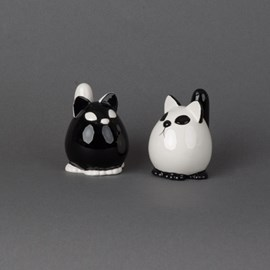 Pepper and Salt Shakers Cats