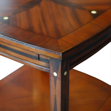Detail Amice Side-Table