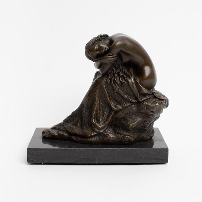 Sculpture Kneeling Lady