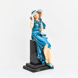 Sculpture Woman with Gloves
