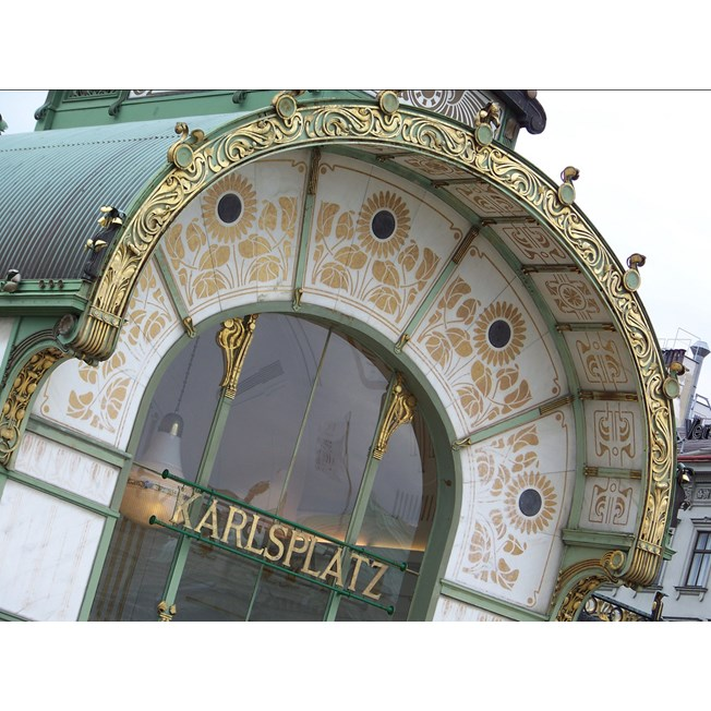 An authentic model in the hall of the Karlsplatz Stadtbahn station.